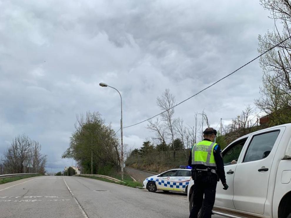 Control policial en Teruel para impedir salidas campestres.