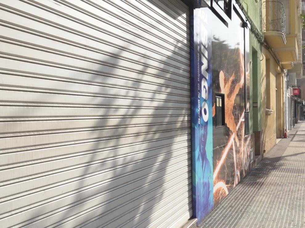Imagen de uno de los cientos de comercios que permanecen cerrados en Fraga.