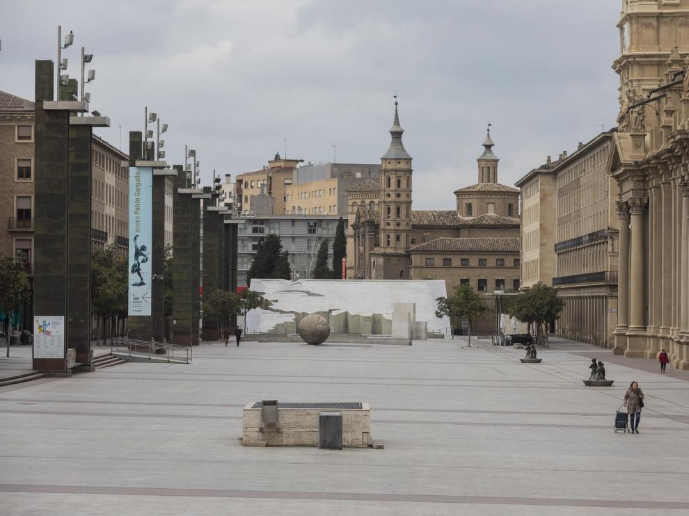 La plaza del Pilar de Zaragoza durante el confinamiento.