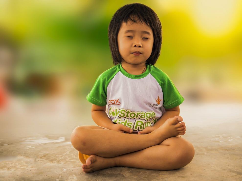 El yoga es muy útil para fortalecer el vínculo entre padres e hijos y favorecer la comunicación entre los diferentes miembros de la familia.