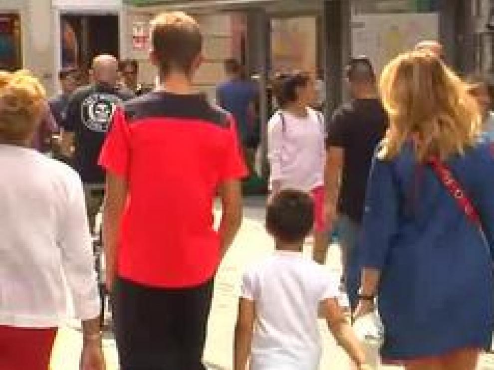 La propuesta de la Dirección General de Infancia, que estudia el Gobierno, se centraría en un paseo de no más de una hora al día. Se debate también la distancia, no será de más de 1 km de sus casas.