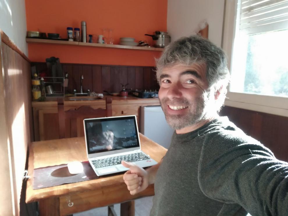 Daniel Zaragoza, escritor confinado en la Patagonia