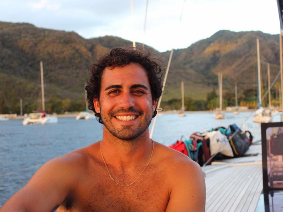 Adrián Valios, ingeniero naval y capitán de barco zaragozano, confinado en el Caribe.