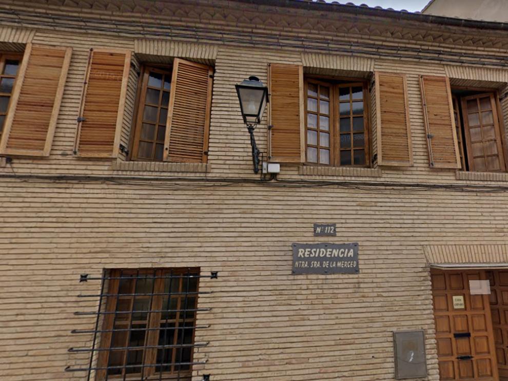 Fachada de la residencia oscense La Merced.