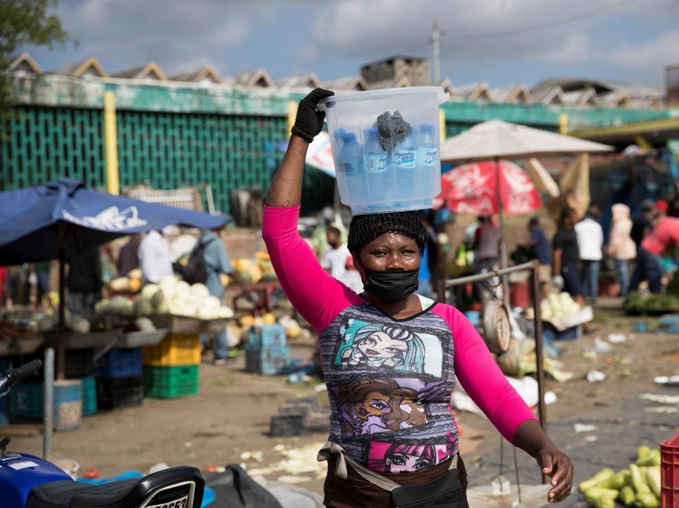 Vendedores en un mercado de Santo Domingo