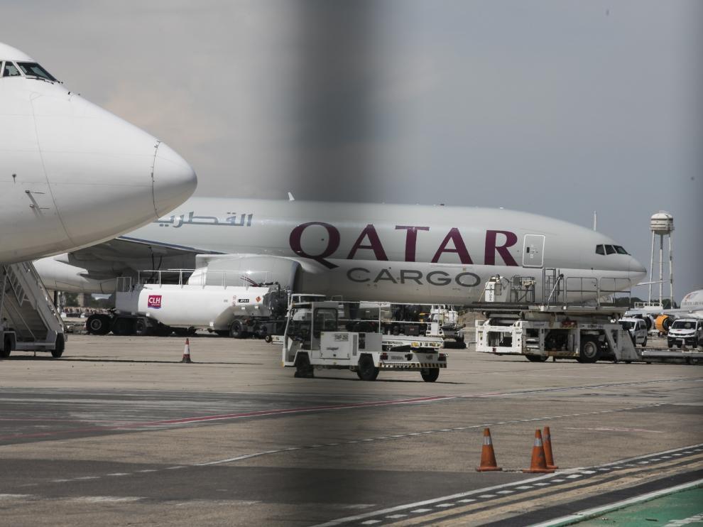 Un Boeing 777 de Qatar Airways, a su llegada este sábado al mediodía al aeropuerto de Zaragoza, procedente de Doha.