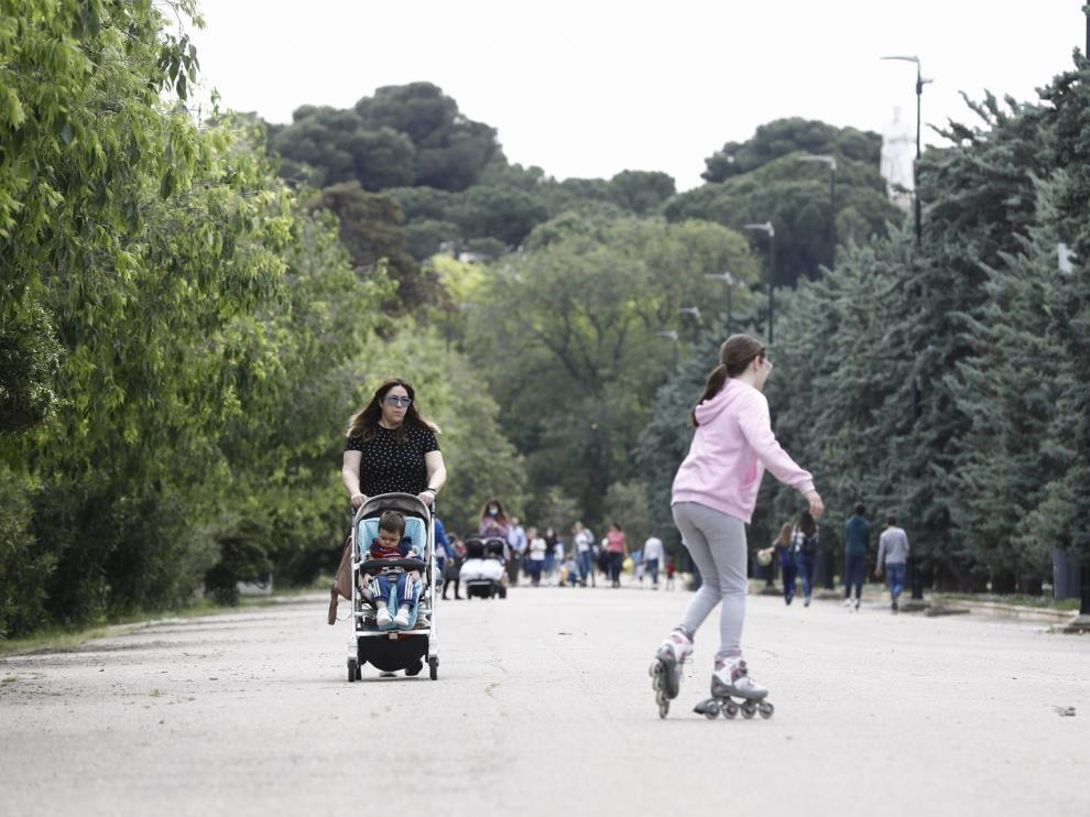 Algunas zonas de Zaragoza, como el Canal y el Parque Labordeta, han registrado una gran afluencia de padres y niños.