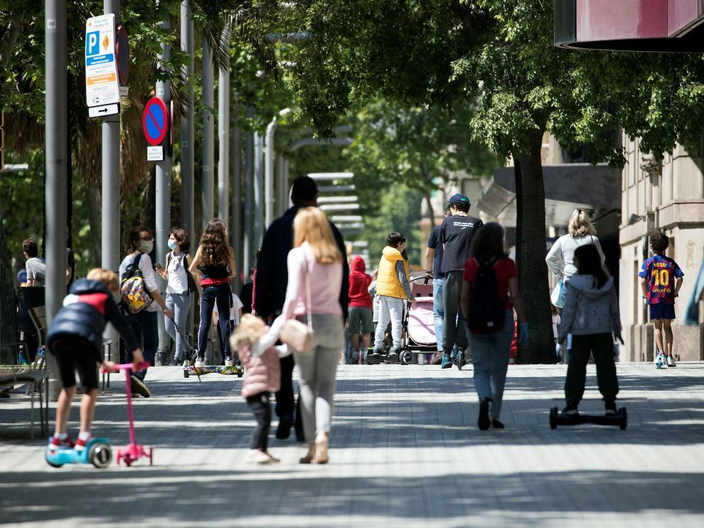 Los niños vuelven a salir a la calle en el cuadragésimo tercer día de confinamiento