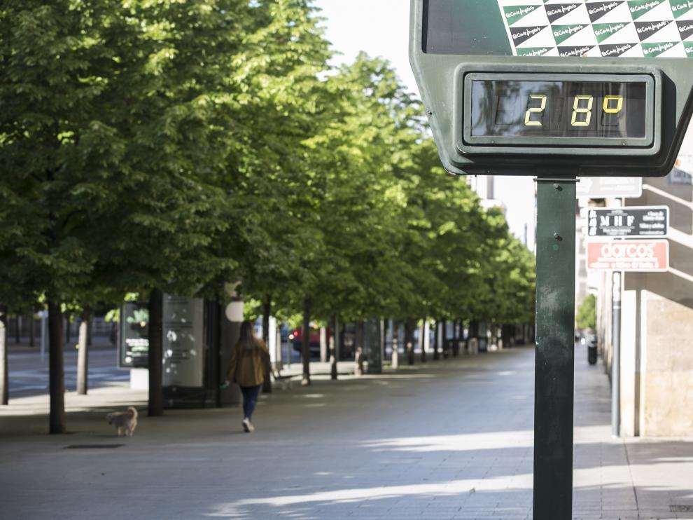 Un termómetro, ayer en el paseo de la Independencia.