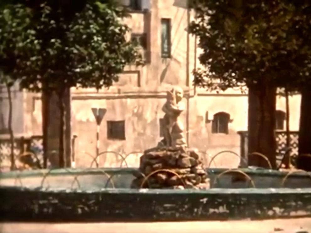 Imagen sacada de un vídeo de la fuente y la escultura de Paco Rallo