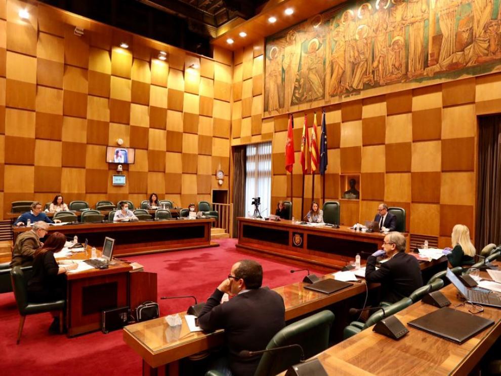 La comisión de Hacienda se celebró, como ya es habitual, con medidas especiales de protección