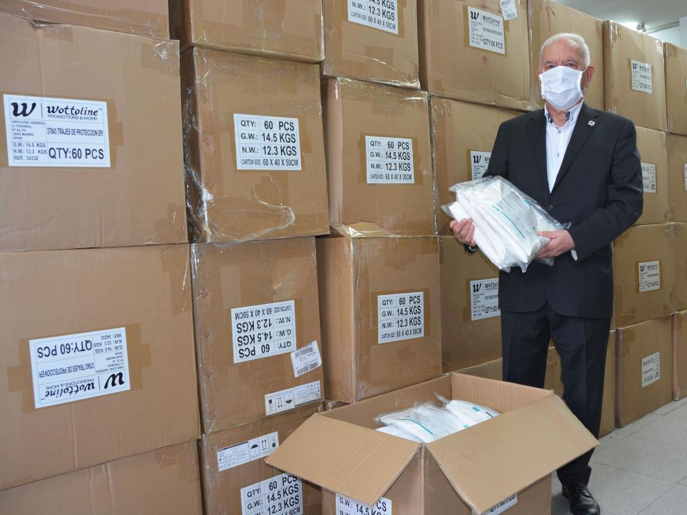 El Consejo General de Enfermería adquiere y distribuye a los profesionales sanitarios de toda España 5.000 trajes EPI y 200.000 mascarillas FFP2
