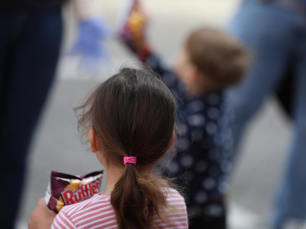 Niños jugando en la calle.