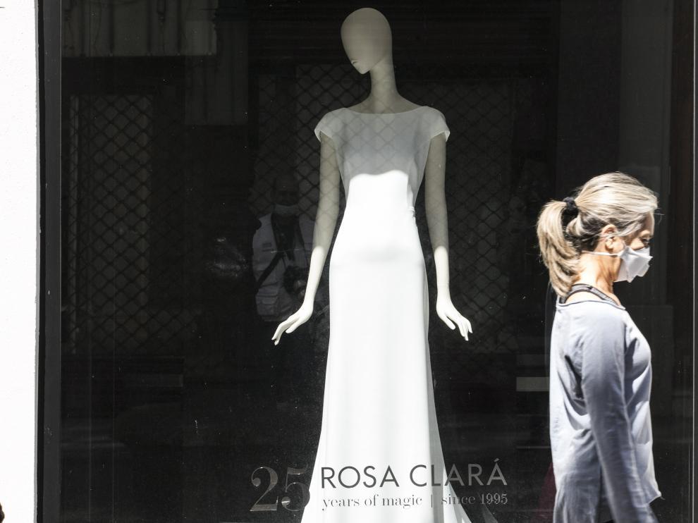 ESCAPARATES CON VESTIDOS DE NOVIA ( ZARAGOZA ) / CORONAVIRUS ) / 28/04/2020 / FOTO : OLIVER DUCH [[[FOTOGRAFOS]]]