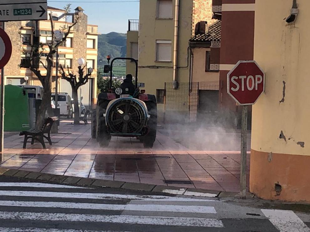 Las calles de Zaidín se desinfectan en días alternos, a las 21.00 horas.