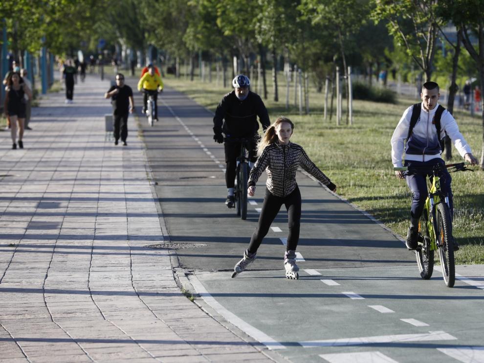 Primer día de la salida para pasear y hacer deporte por Zaragoza