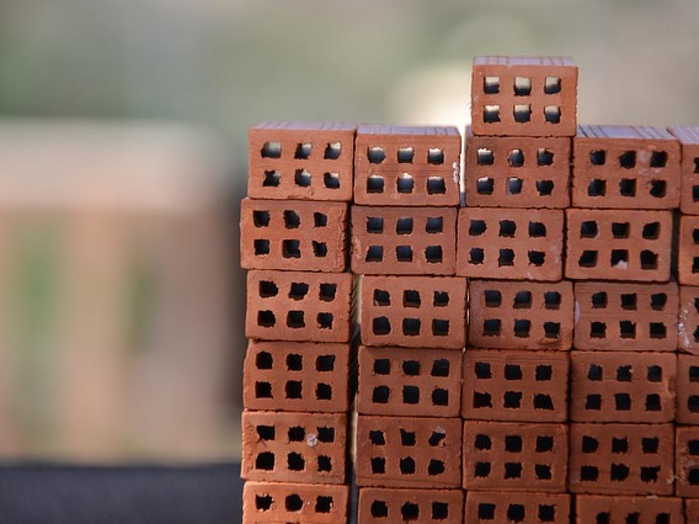 Pila de ladrillos en una reforma