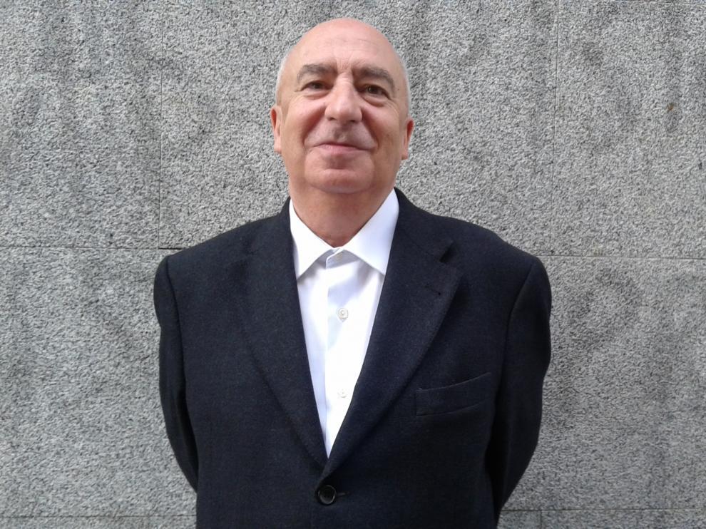Ángel Guinda vuelve a la poesía.