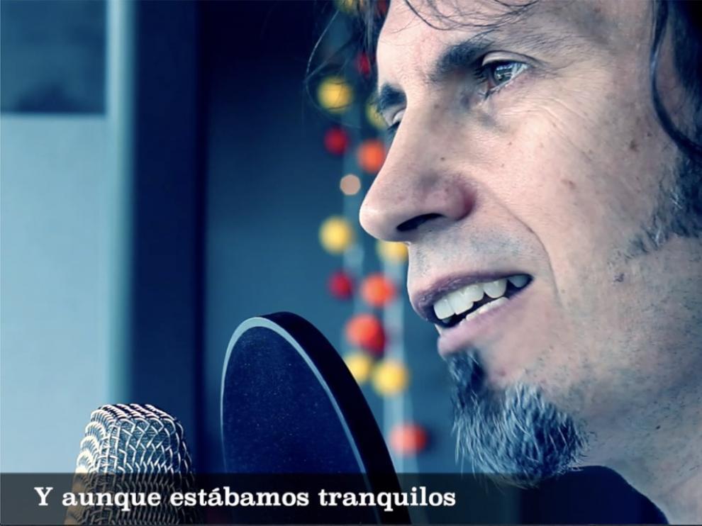 David Angulo, durante la grabación del tema