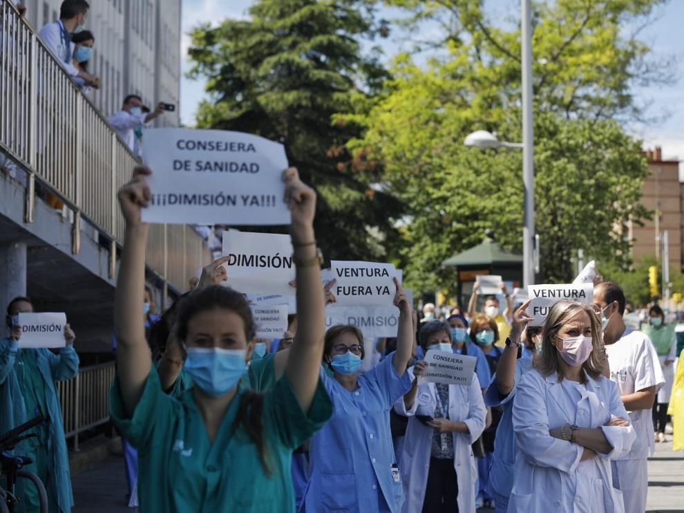 Protesta de sanitarios ante el Miguel Servet