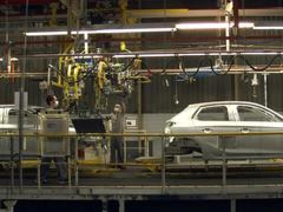 El primer Opel Corsa, que se fabrica en exclusiva mundial en la planta de Zaragoza de Groupe PSA, ha visto la luz después del parón provocado por la crisis actual.