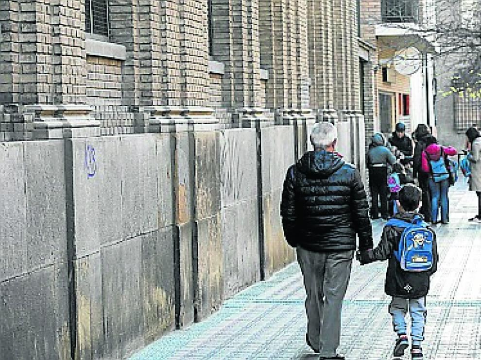Exterior del colegio Gascón y Marín en Zaragoza