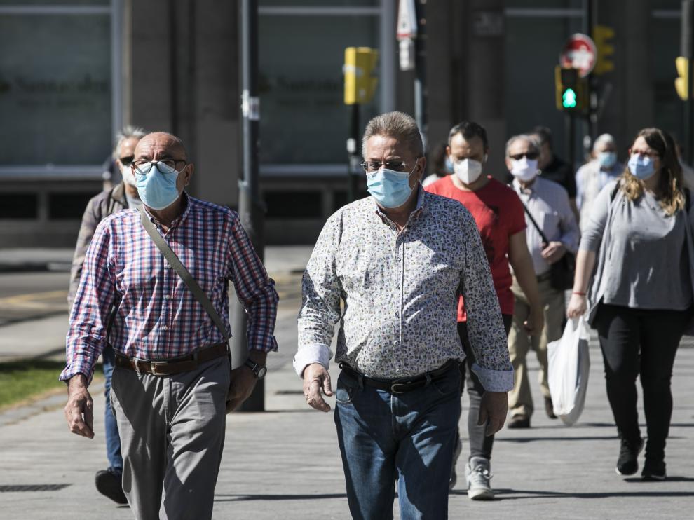 Primer día de uso de mascarillas en Zaragoza