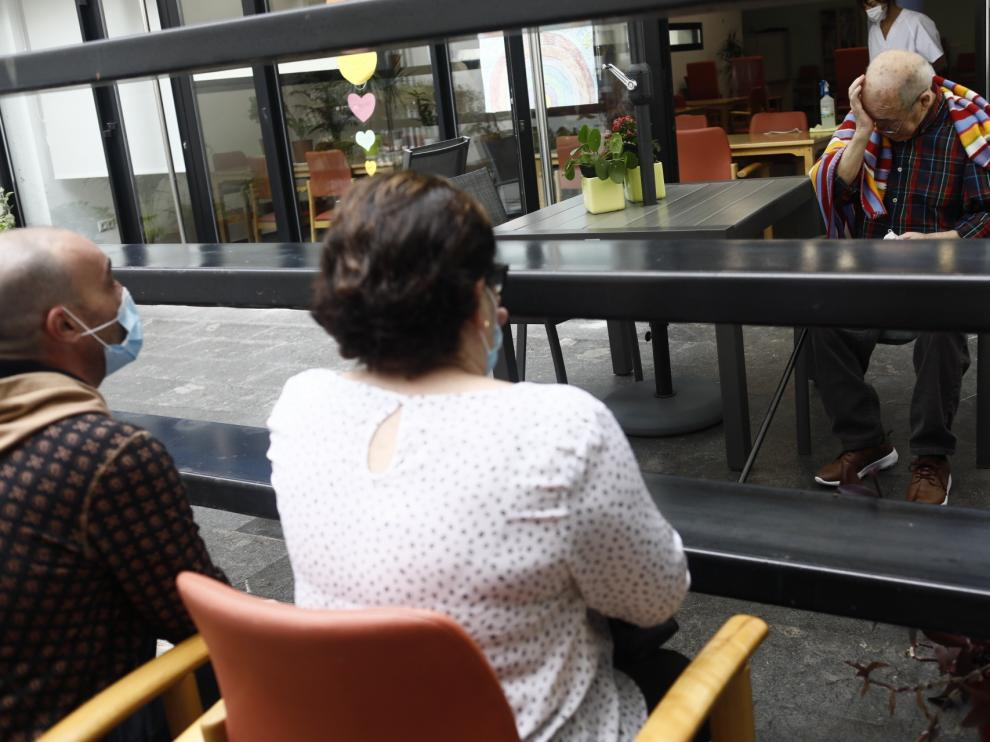 Emotivos reencuentros en las residencias de mayores