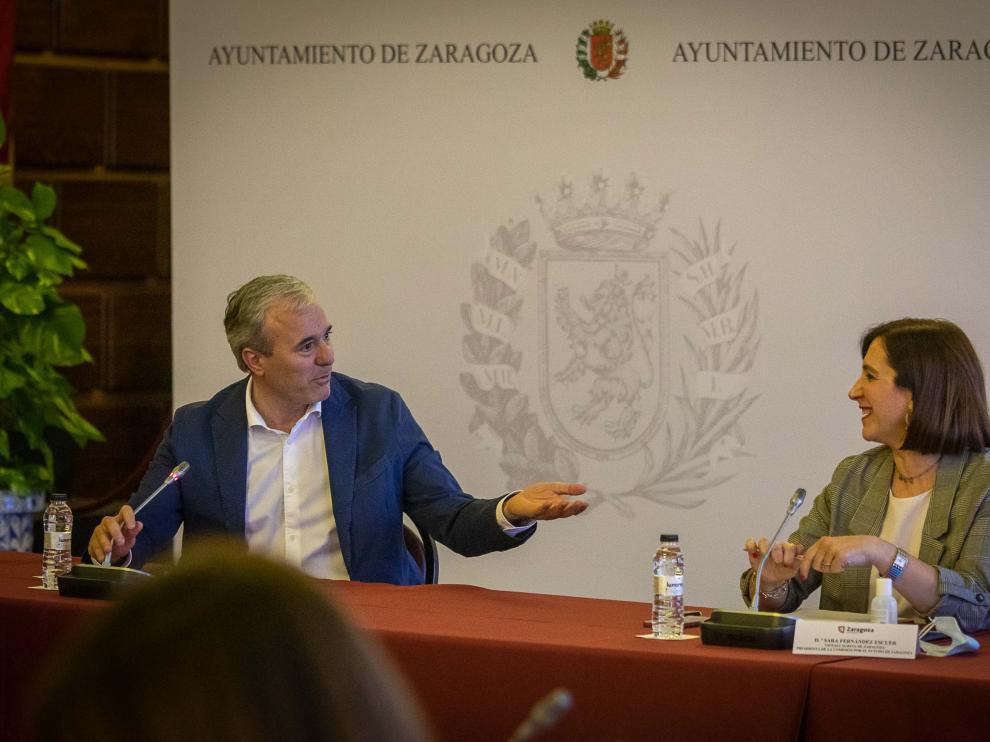 Comisión por el Futuro de Zaragoza y rueda de prensa tras la reunión.