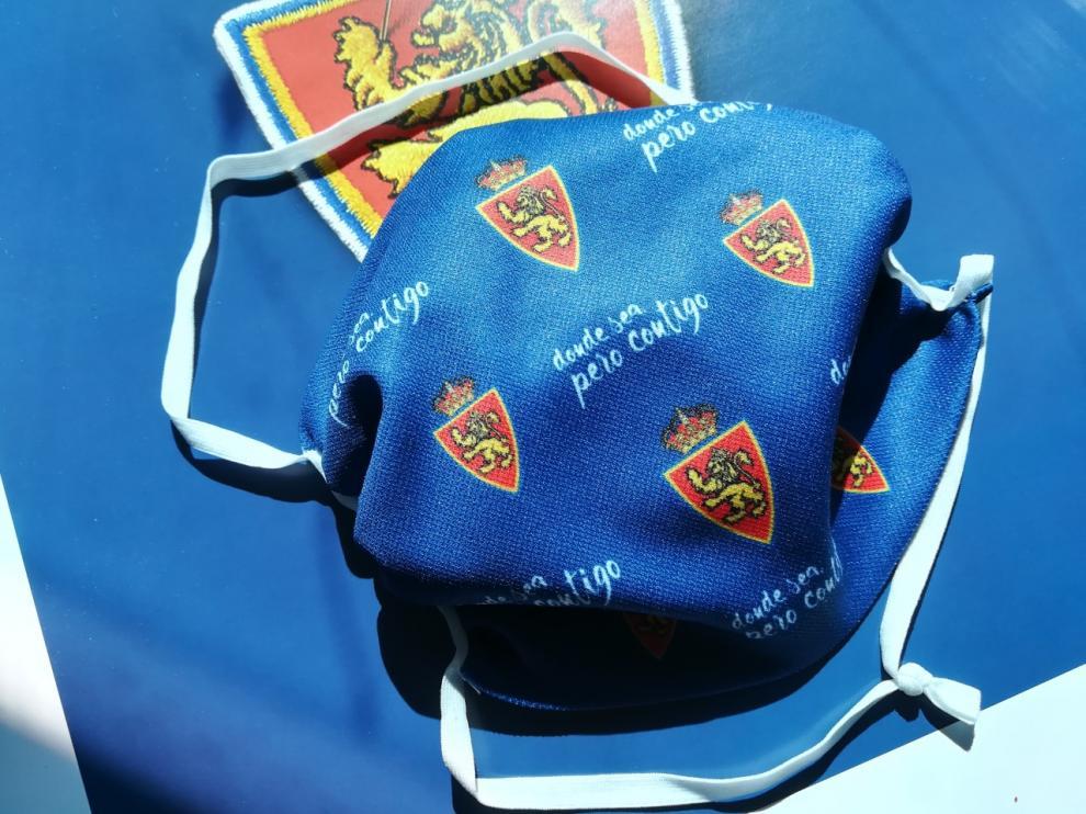 Mascarilla oficial del Real Zaragoza que se pondrá a la venta en los próximos días.