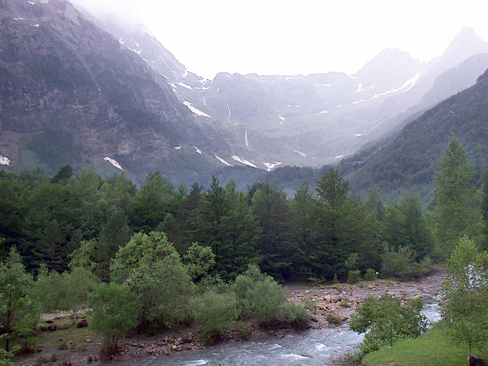 El valle de Pineta, rodeado de grandes moles y atravesado por el Cinca.G