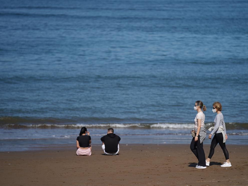 Inicio de la Fase 2 en Euskadi. Baño en playas