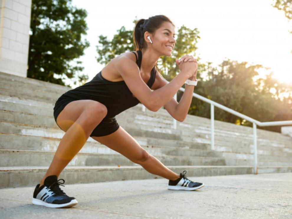 Los cascos inalambricos permiten disfrutar de la música y el deporte con comodidad.