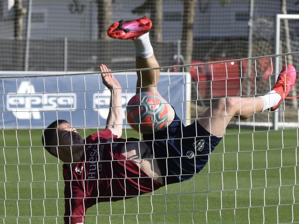 Acrobático gesto de Sergio Gómez en el entrenamiento de este jueves.