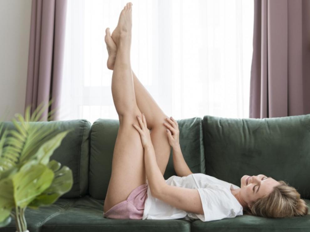 Los masajes con cremas específicas ayudan a difuminar los hoyuelos de la celulitis.