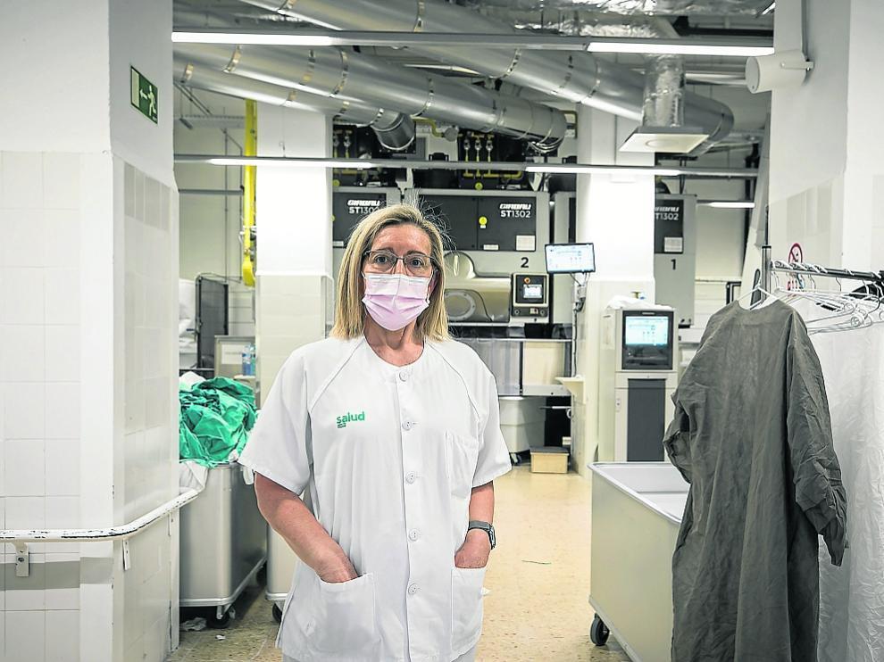 Natividad Herrero, en la lavandería del Hospital Clínico.