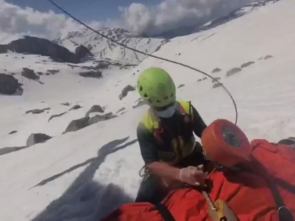 Rescate de montaña en la Brecha de Rolando.