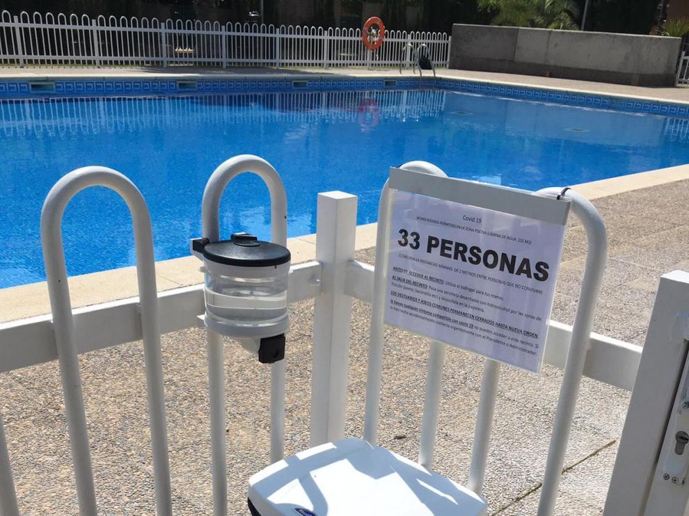 La regulación de las piscinas comunitarias hace agua durante la desescalada