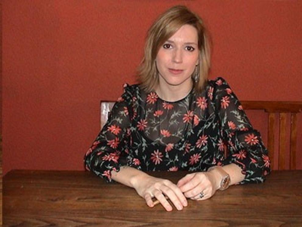 Esther Ginés pubica 'Mares sin dueño'.