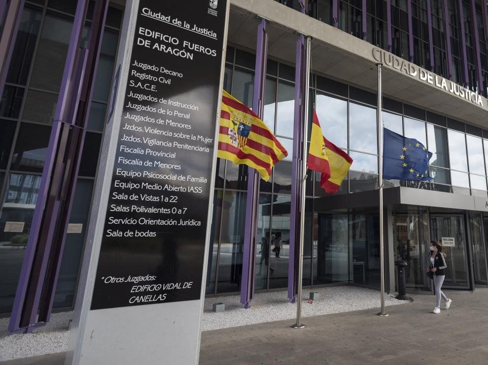 Los accesos a la Ciudad de la Justicia de Zaragoza estaban ayer prácticamente desiertos.
