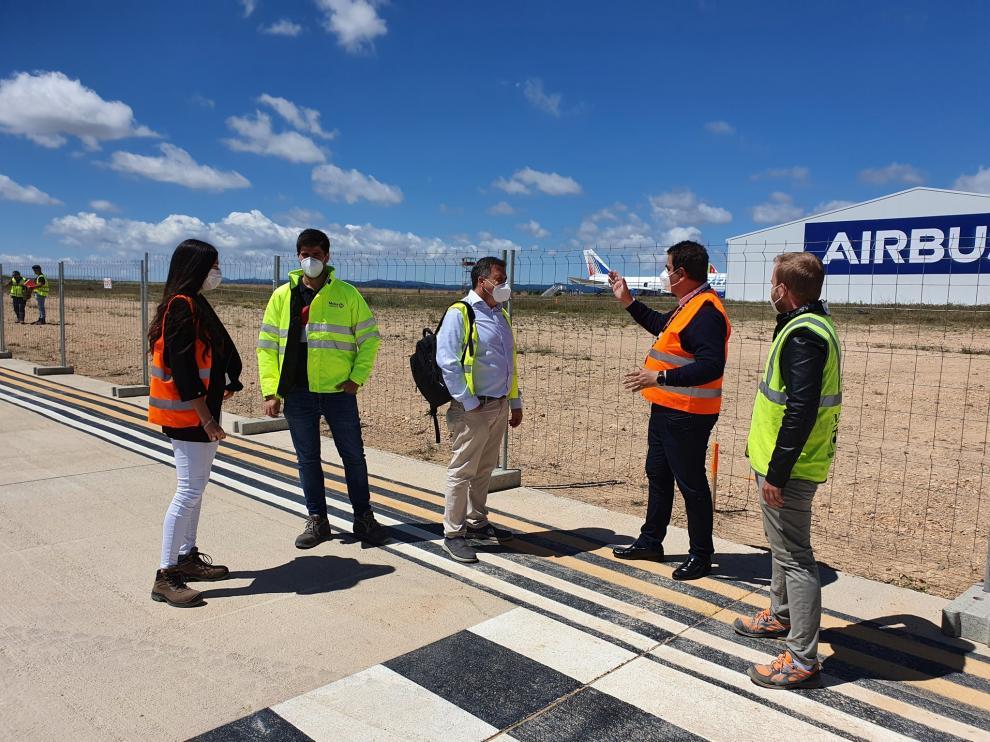 Inicio de las obras de tres naves para pequeños aviones en el aeropuerto de Teruel.