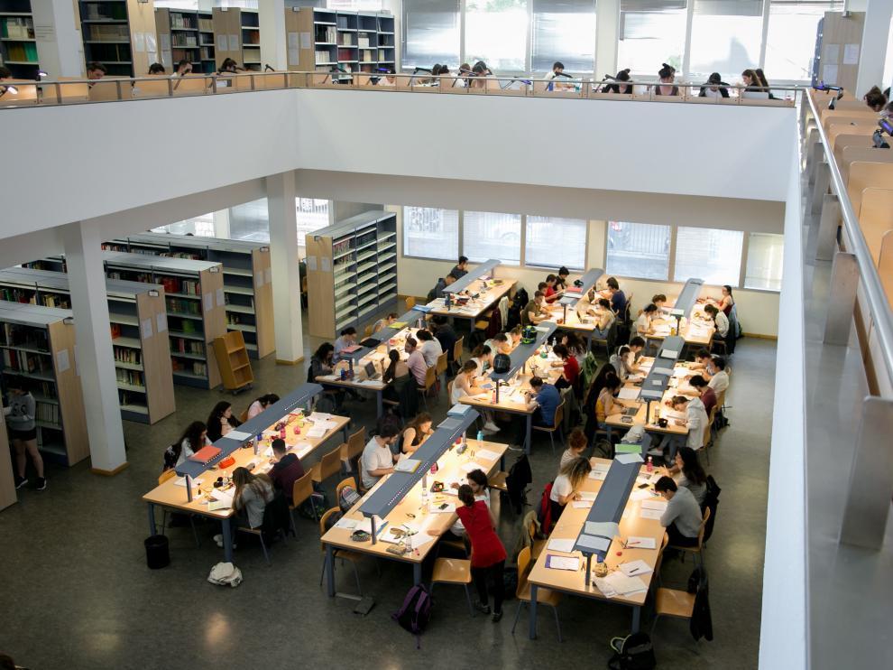 Estudiantes de la Universidad de Zaragoza durante una jornada de estudio.
