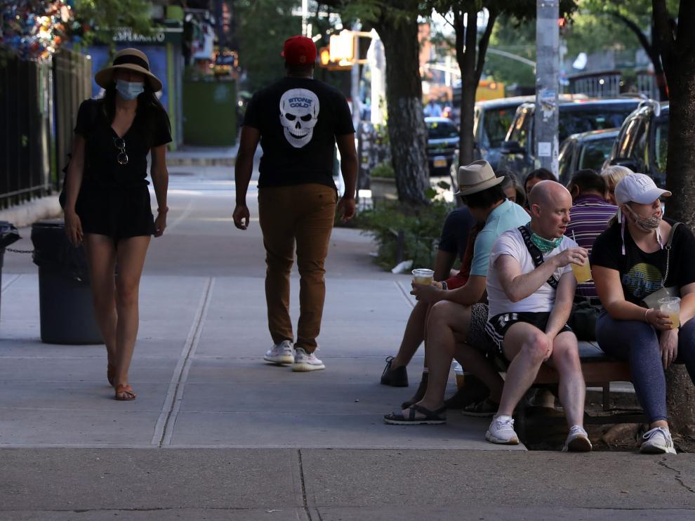 Gente en una calle de Nueva York este sábado.