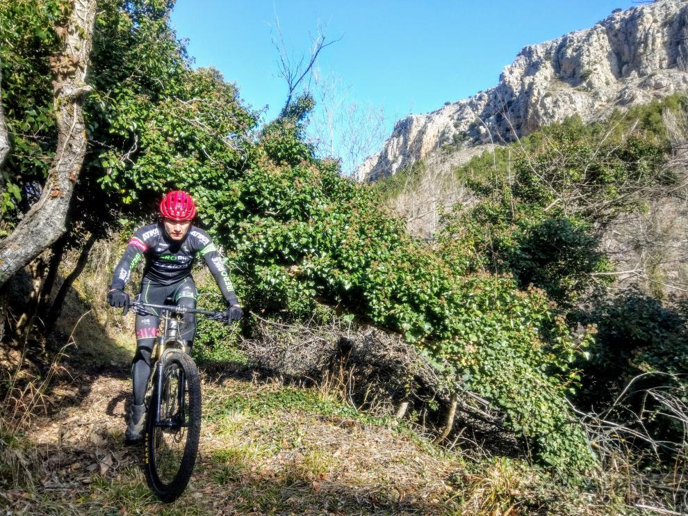 Un ciclista en el entrorno de Purujosa