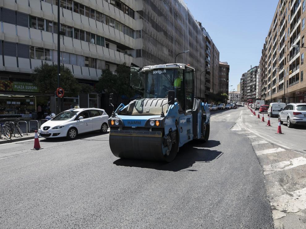 Trabajos de asfaltado en el paseo de María Agustín de Zaragoza, el pasado mes de mayo.