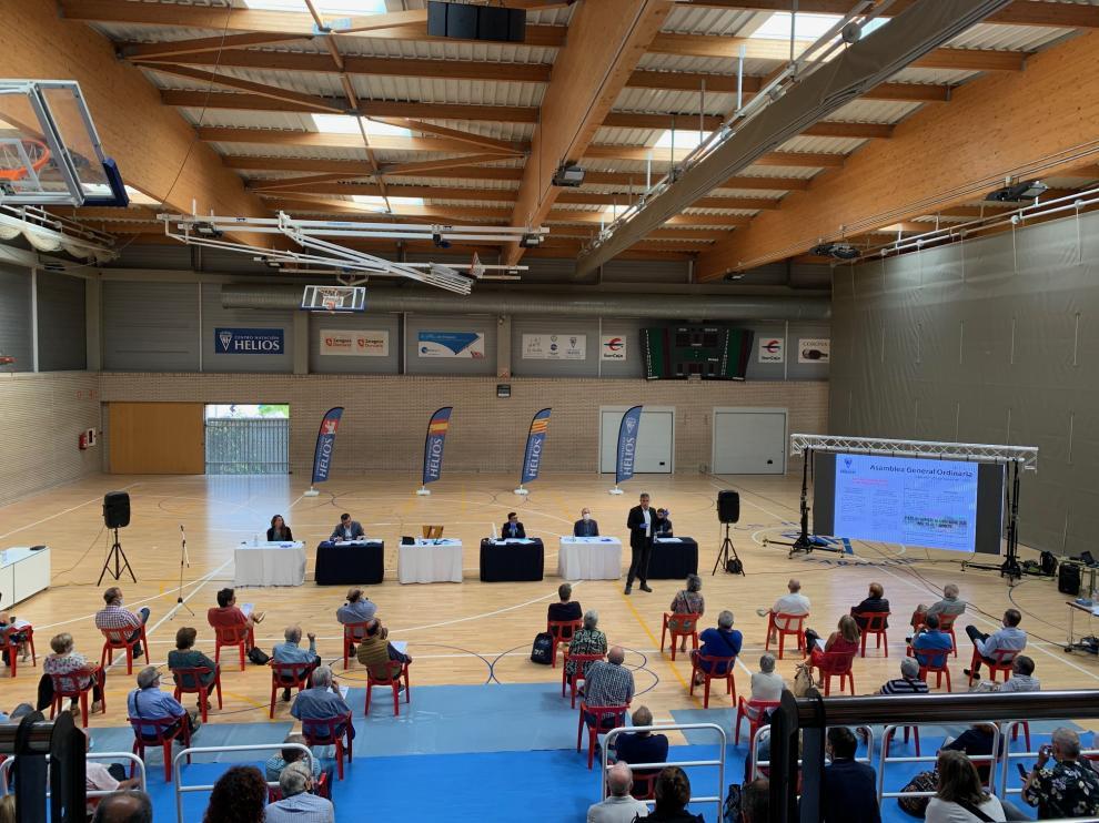 Asamblea de socios en el Centro Natación Helios, en Zaragoza