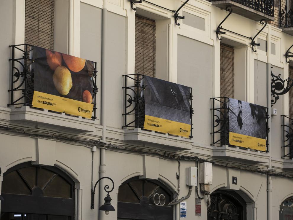 Cuatro de las fotografías seleccionada, en la plaza de San Felipe de Zaragoza.
