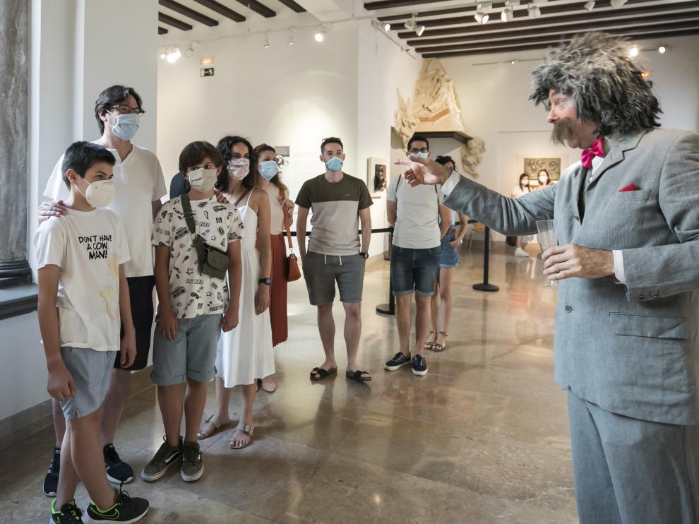 El museo Pablo Gargallo tuvo al personaje de Albert Einstein como uno de los protagonistas de las intervenciones teatralizadas