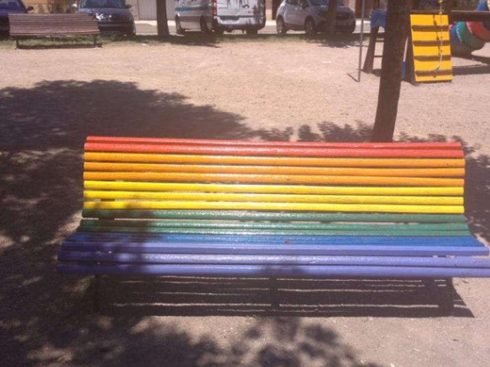 La Almunia amanece con los colores de la bandera del Orgullo Gay