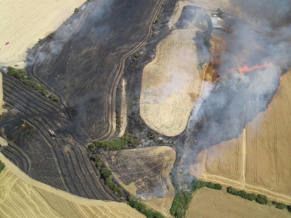 Vista aérea del incendio agrícola en Sos del Rey Católico.